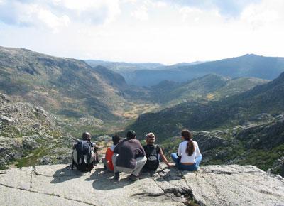 Uitrusten tiUitrusten tijdens een wandeling in de Serra da Estrela, het hoogste gebergte van Portugal.