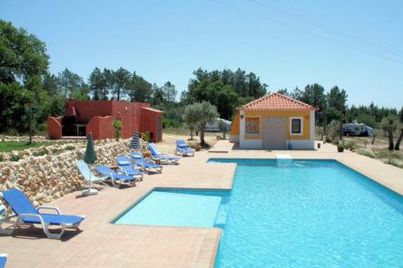 De camping met het zwembad in 2009.