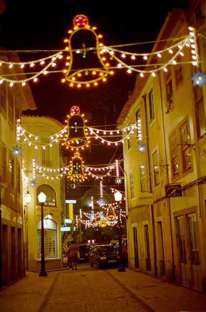 Kerstverlichting in de straat