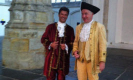 Luis en Cees in de Oude Kerk Amsterdam