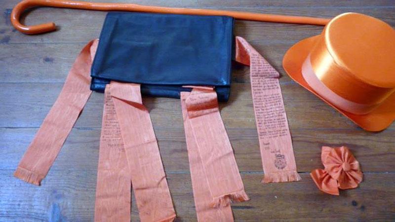 De pasta van Loes met de fitas. Op elk lint heeft een medestudent of vriend iets geschreven. Foto Loes Nooren