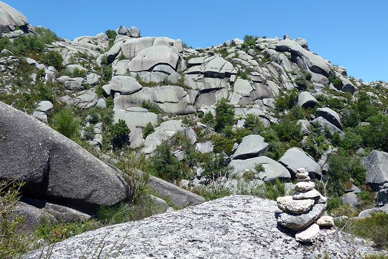 De routes worden ook vaak aangegeven met steenmannetjes.