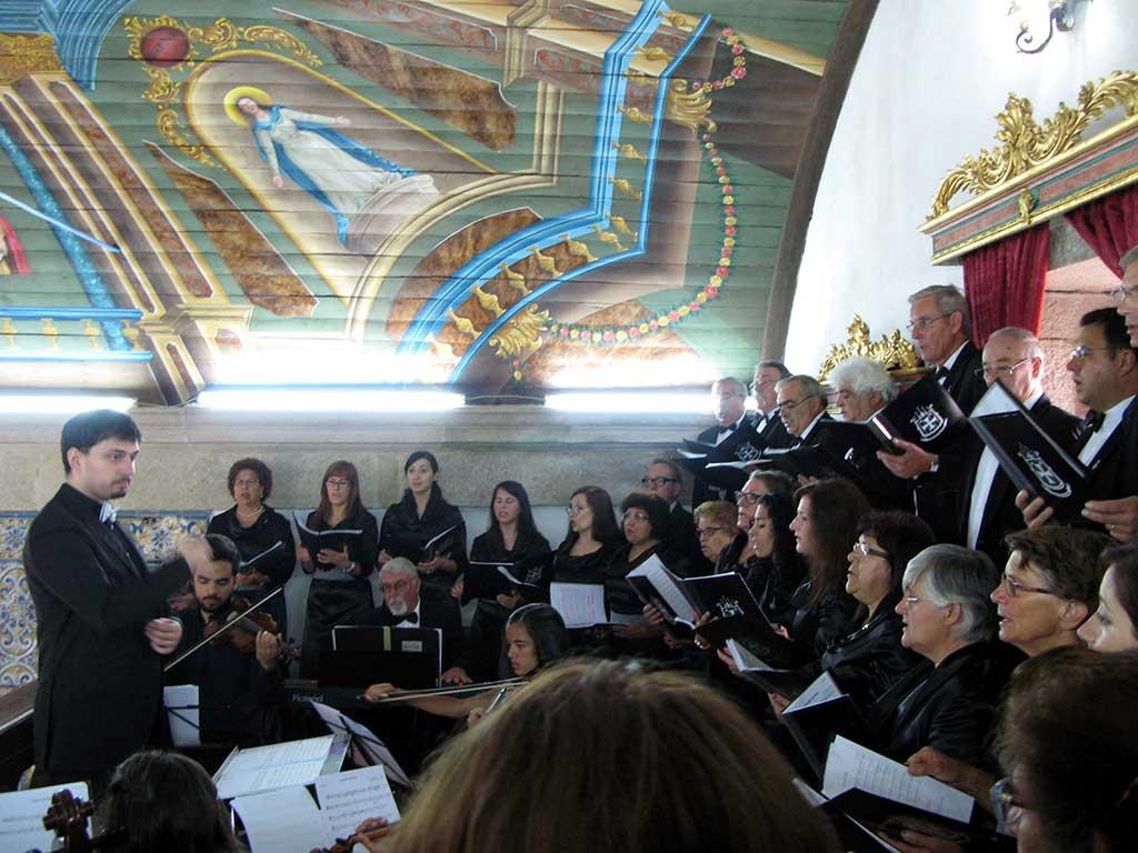 Optreden van het koor in de Capela de Santa Ana in Portugal