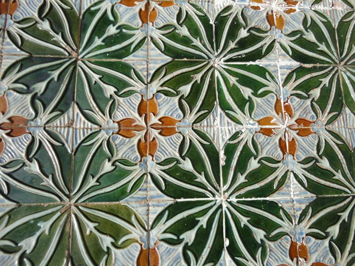 Detail huis bekleed met Bordallo Pinheiro tegels