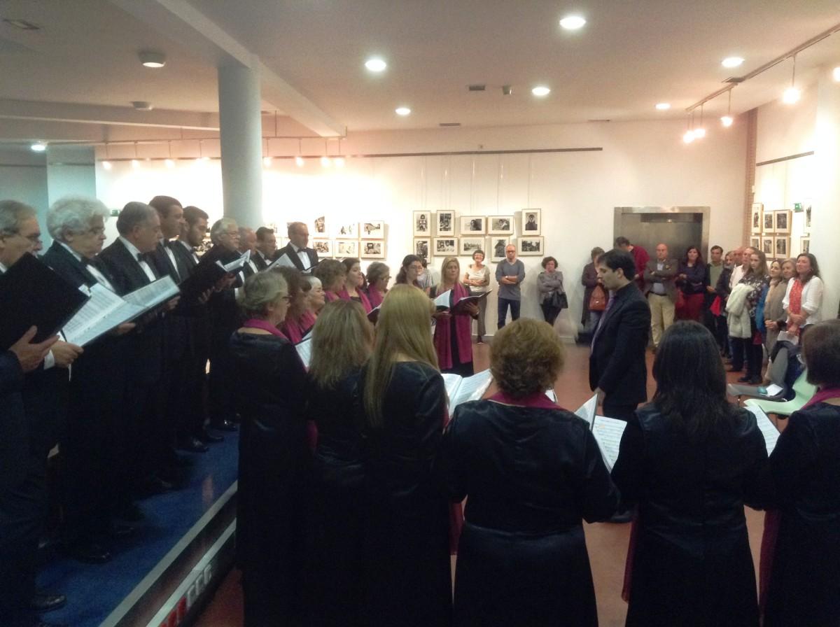 Opening met koor