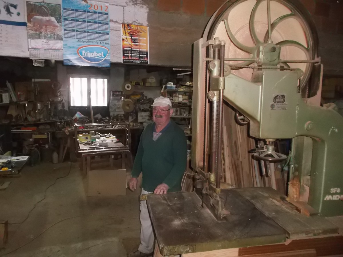 Senhor Pedrosa in zijn werkplaats