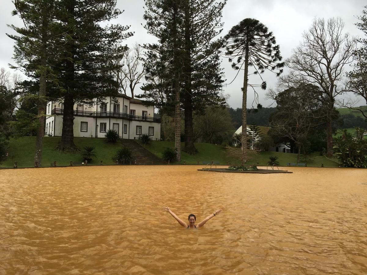 Vijver met warm water in het Parque Terra Nostra in Furnas