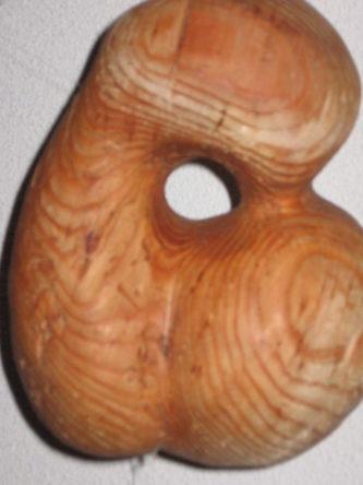 houten sculptuur van Jeanne van Asselt