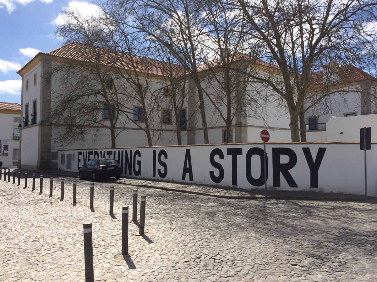 De muur van het museum in Évora