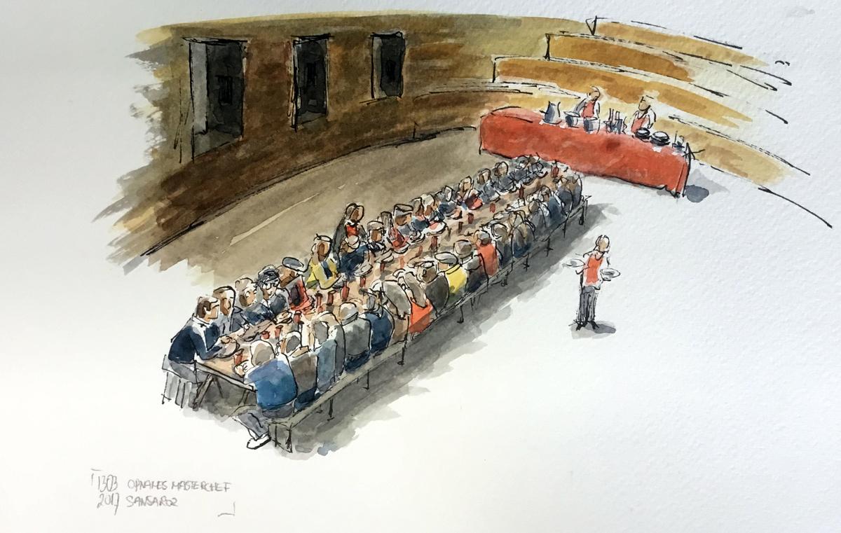 de lange tafel waaraan de bewoners van Monsaraz eten wat er bij Masterchef is gekookt