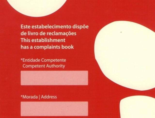 Het klachtenboek, livro de reclamações, is een bekend beeld in iedere winkel in Portugal.