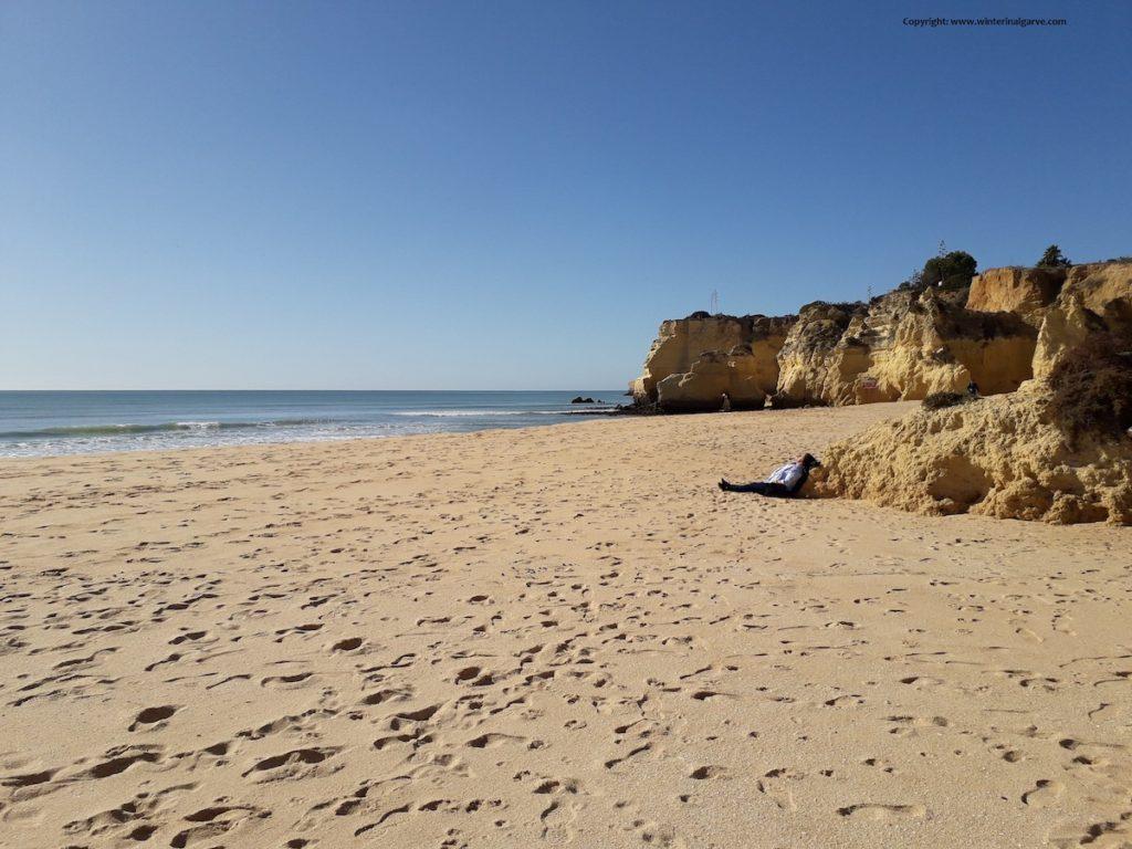 leeg strand in de Algarve
