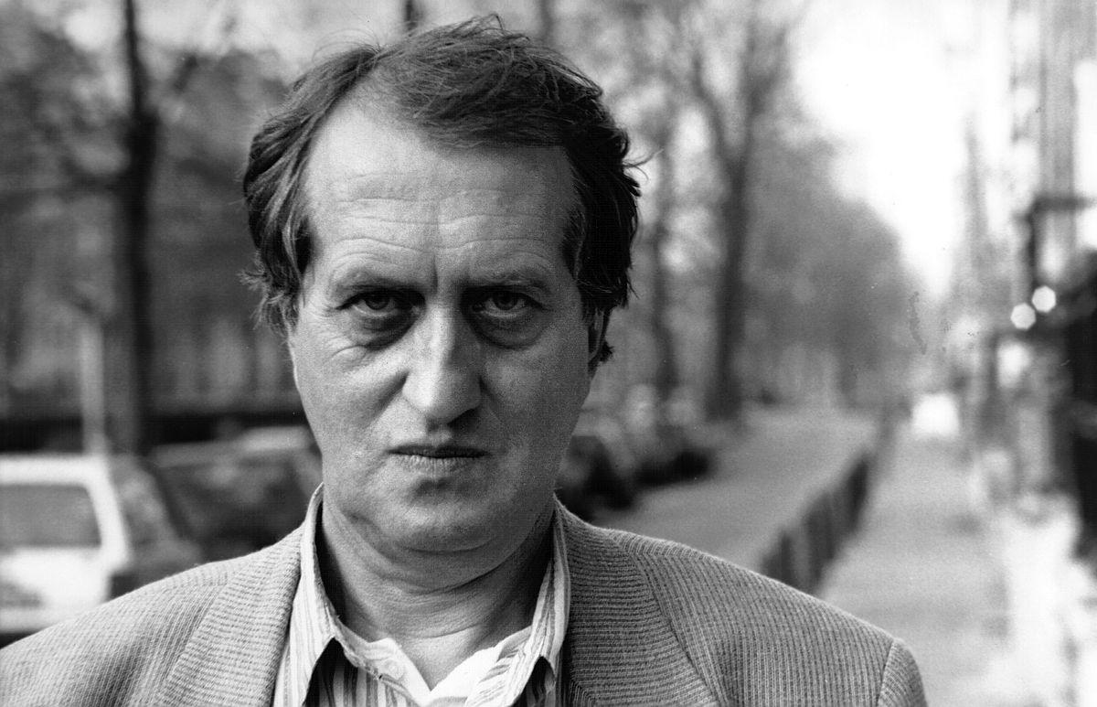 Portretfoto van Gerrit Komrij in 1996.