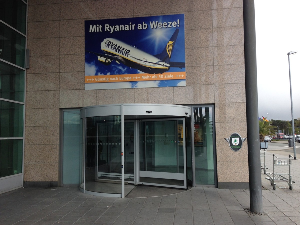 Ingang van luchthaven Weeze