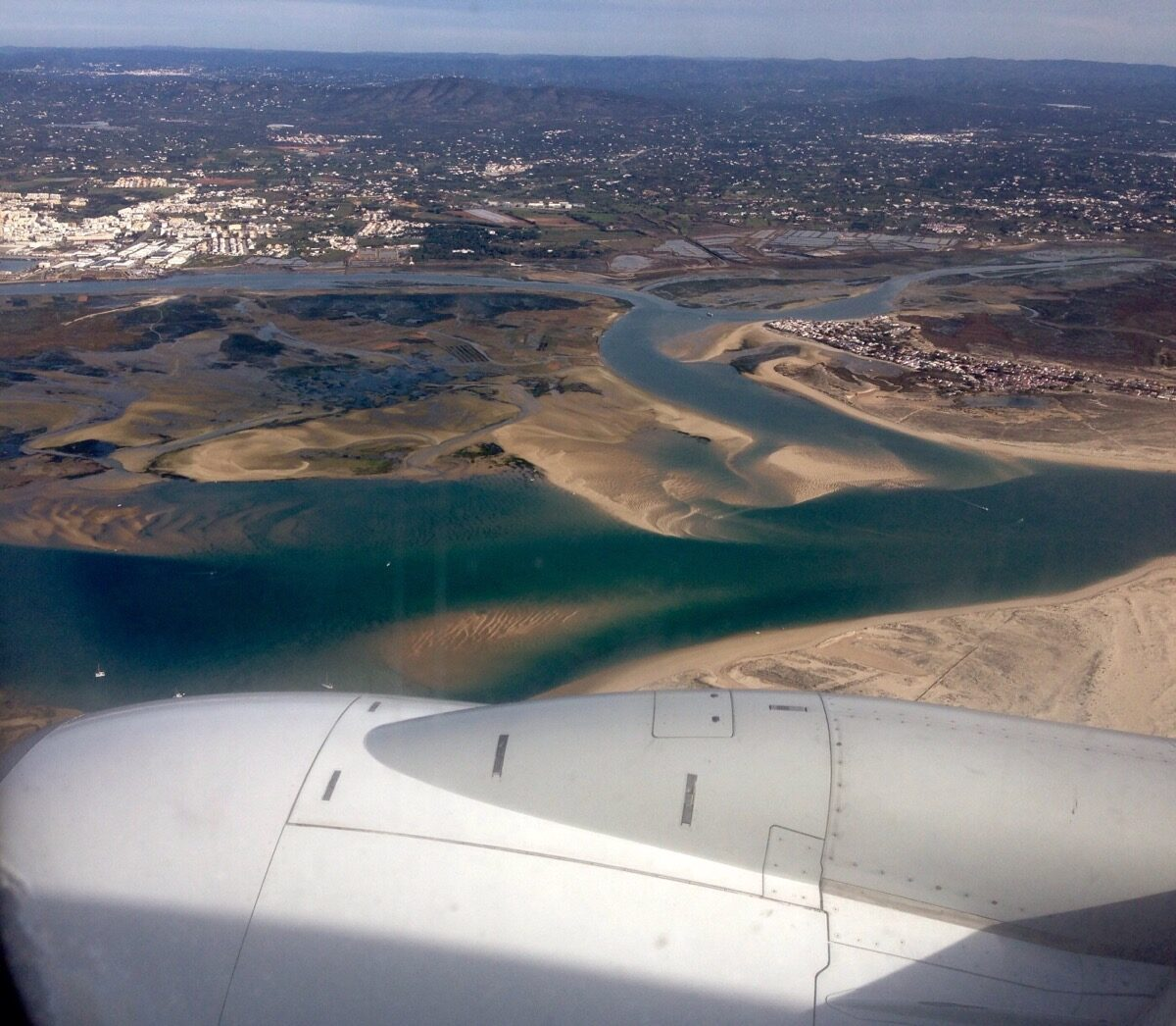 Zicht op Faro uit het vliegtuig
