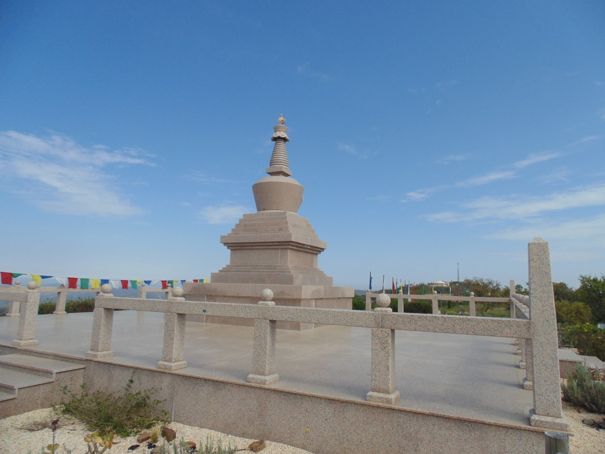 Stupa boeddha monument algarve portugal