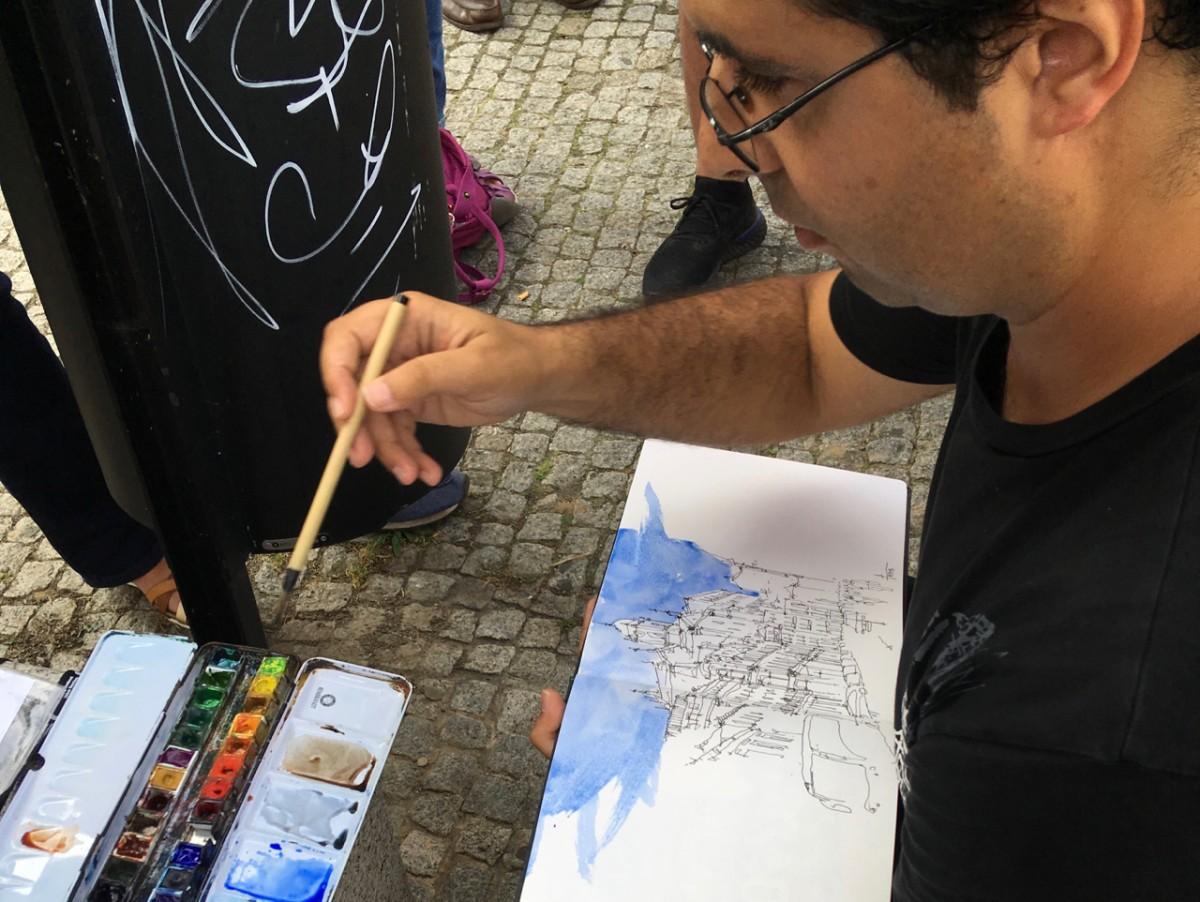 Pedro Alves, een Portugese urban sketcher, geeft een demo