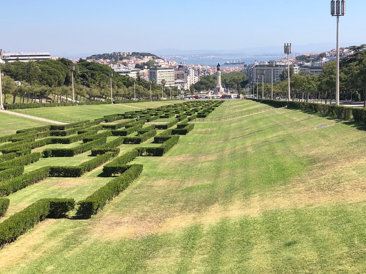 Op de hoogte van Parque Eduardo VII. Die groene stadslong. Boven de markante Praça Marquês de Pombal.