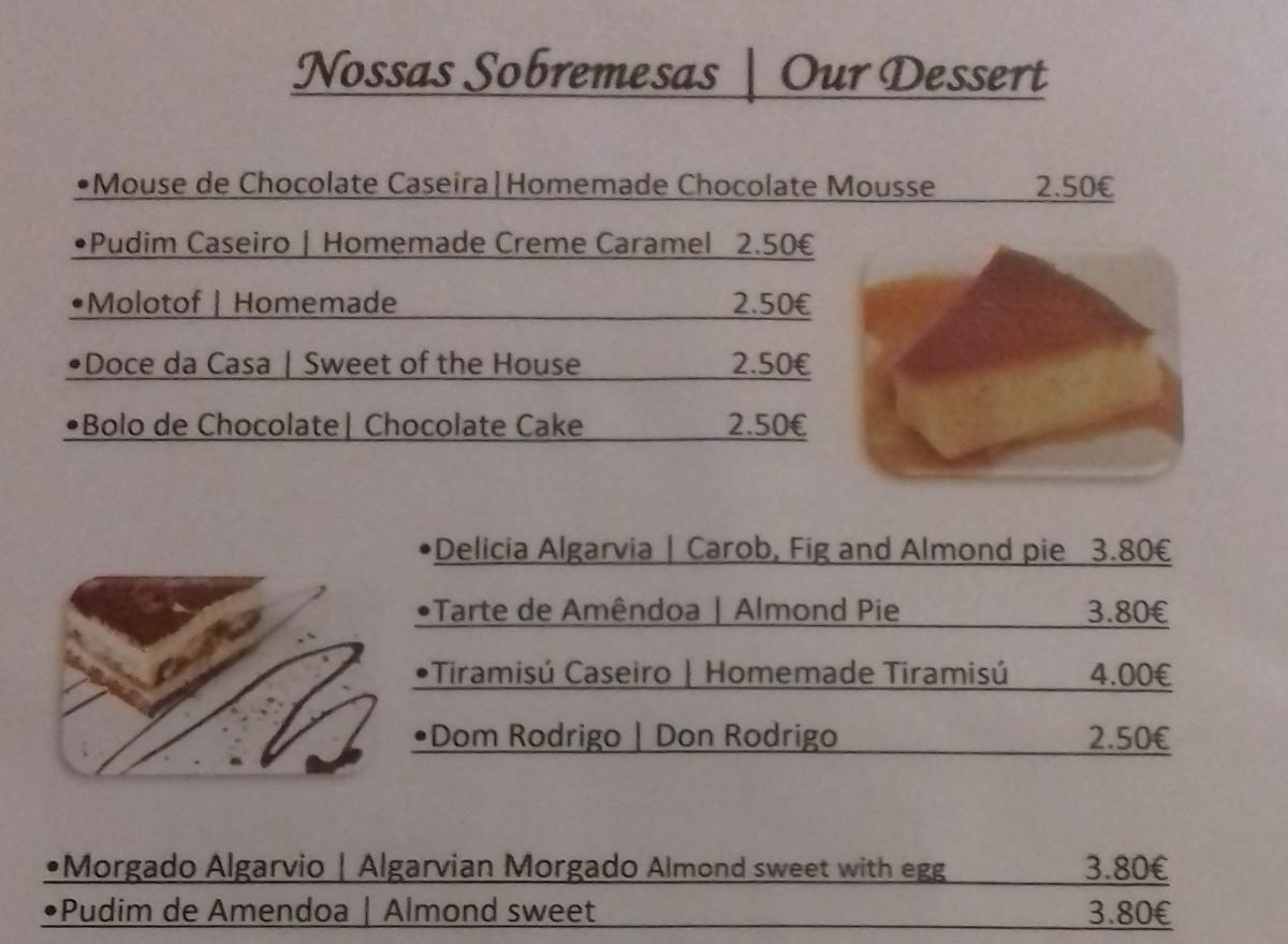 Dessertkaart van een Portugees restaurant met traditionele desserts