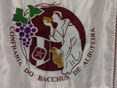 """Logo van de """"Bacchus-vereniging"""" uit Albufeira die daar de jaarlijkse wijnshow organiseert."""
