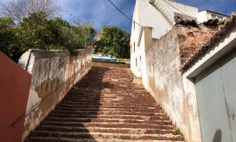 Steile trap omhoog
