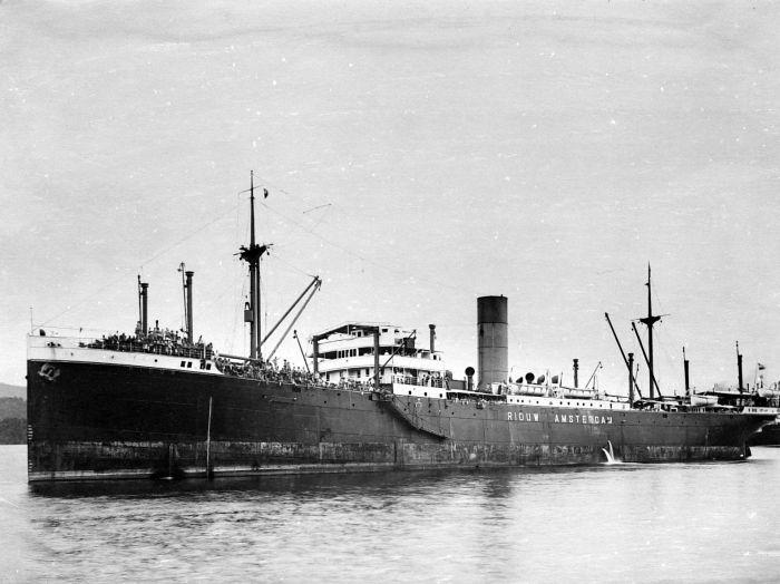 S.S. Riouw, het eerste schip waarop Slauerhoff als scheepsarts voer