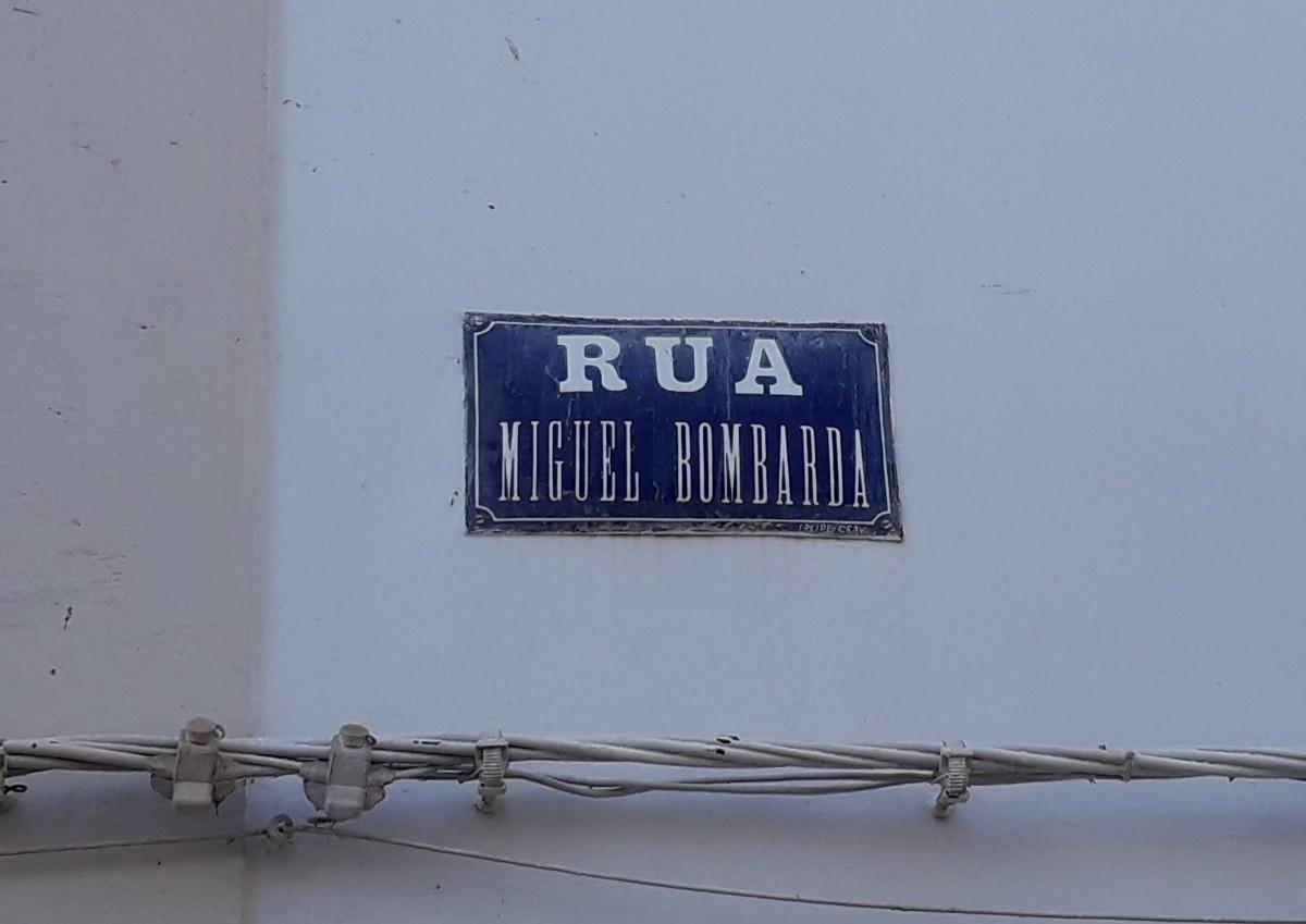 Straatnaambord van de Rua Miguel Bombarda in Paderne
