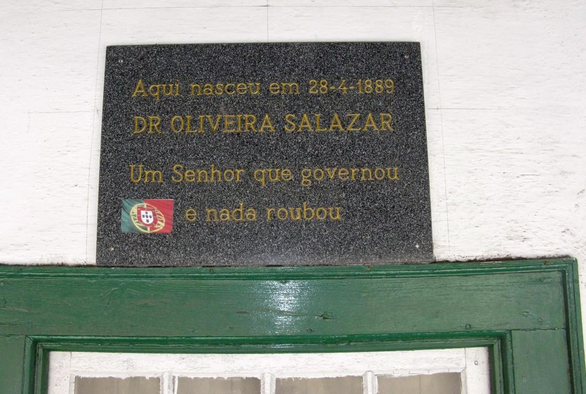 Hier werd Dr. Oliveira Salazar geboren op 28-4-1889. Een man die geregeerd heeft en niets heeft gestolen.