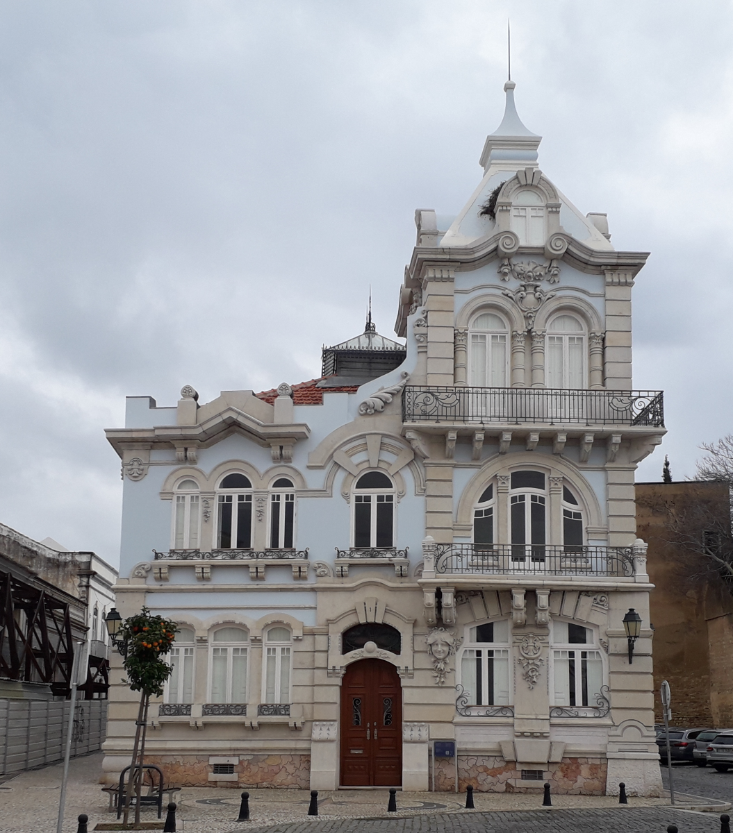 Foto van paarsachtig barok huis, soort sprookjeskasteeltje
