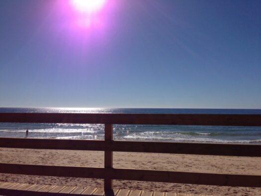 Uitzicht op de eindeloze oceaan