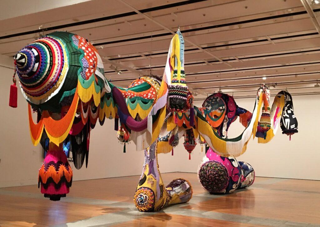 Kleurige installatie China en Portual moderne kunst.