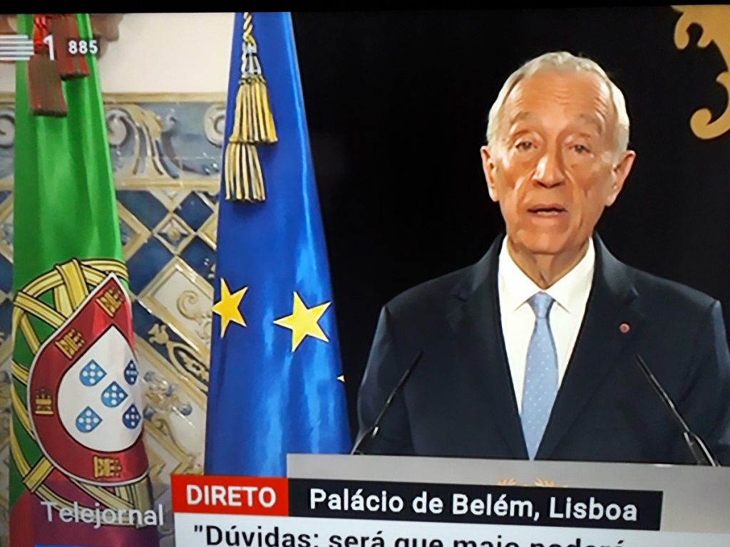 Televisietoespraak van president Marcelo Rebelo de Sousa van Portugal vanuit zijn werkpaleis in Lissabon.