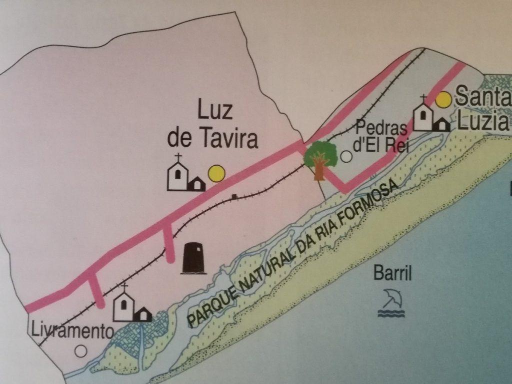 Kaartje uit een toeristenfolder. Op de grens van Luz de Tavira en Santa Luzia lag de stad Balsa langs het water dat nu het natuurgebied Ria Formosa is.