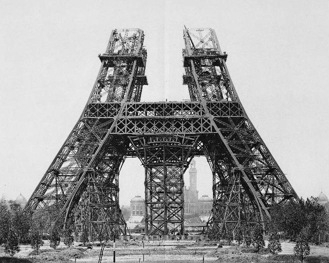 Eiffeltoren in aanbouw