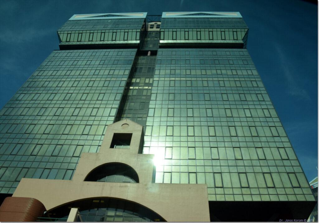 Torres das Amoreiras, Lissabon van de  architect Tomás Taveira uit 1985.