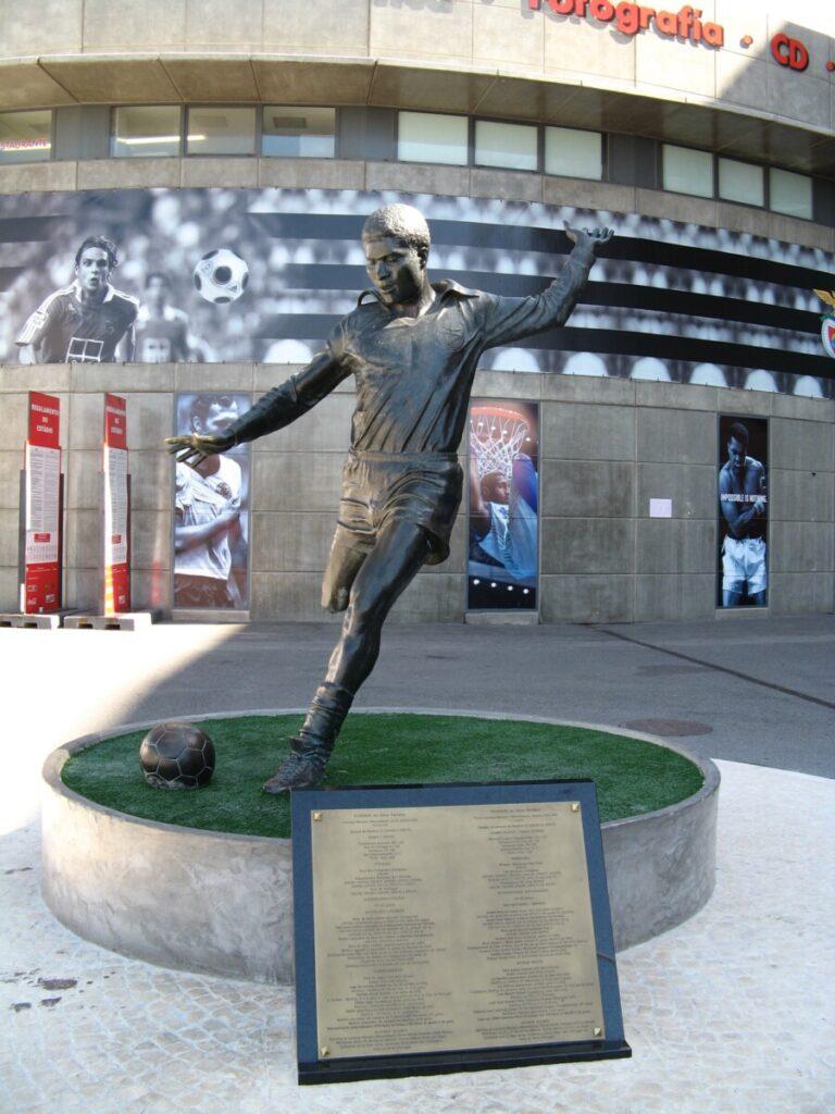 Standbeeld van Eusébio in Lissabon