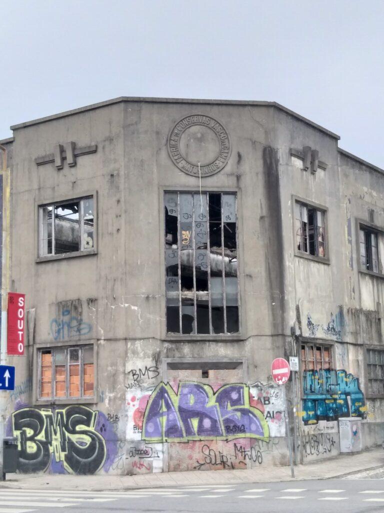 Foto verlaten conservenfabriek