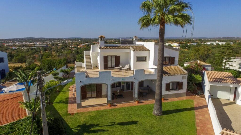 Luchtfoto van een villa in Albufeira.